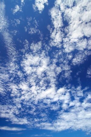 condensacion: Scenic blue sky with high fluffy clouds as background. Wide angle view.