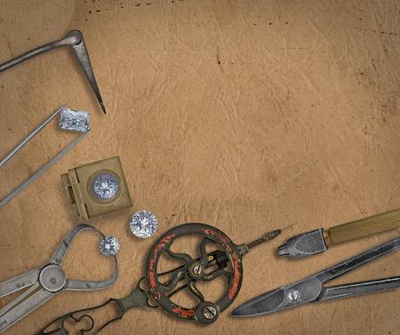 ヴィンテージの宝石商のツールとテキストの空白スペース、作業ベンチの上のダイヤモンド 写真素材