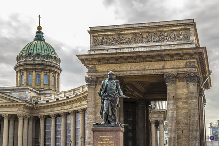 kazanskiy: ST PETERSBURG, RUSSIA - JULY 28, 2015: Monument to Barclay de Tolly on the background of the Kazan Cathedral.