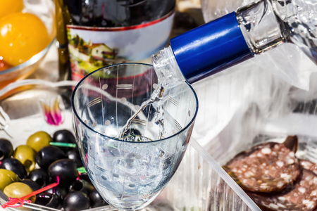 bebidas alcoh�licas: Part of the holiday table with food and alcoholic beverages closeup