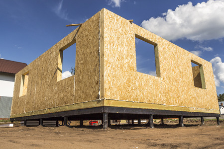 sip: Assembling a small house of SIP panels