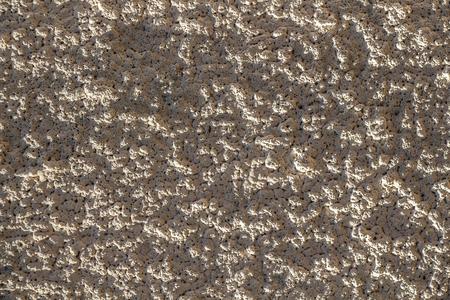 Superficie áspera de la pared de hormigón de la casa de nacimiento Foto de archivo - 107063075