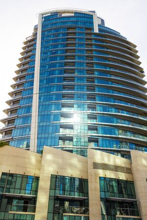 Dubai, UAE - December 2, 2018: High-rise houses of modern futuristic design of Dubai Marina district. Trident Wellness Center Redactioneel