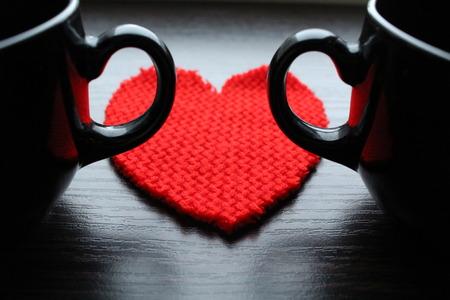 Černé poháry a červené srdce