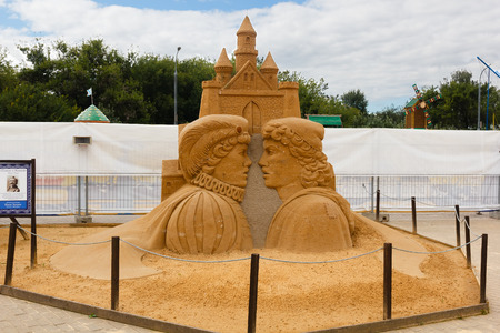 pauper: KOLOMENSKOYE,MOSCOW,RUSSIA-AUGUST 2, 2015:Masterpieces of world literature. The exhibition of sand sculptures.Prince and Pauper by Mark Twain. Author Ivan Zverev, Russia