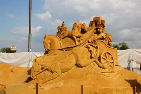 italian culture: KOLOMENSKOYE,MOSCOW,RUSSIA-JULY 10, 2011:Masterpieces of Italian culture Exhibition of sand sculptures.  Horse racing chariots to the Coliseum. Author (Russia) Dmitry Klimenko