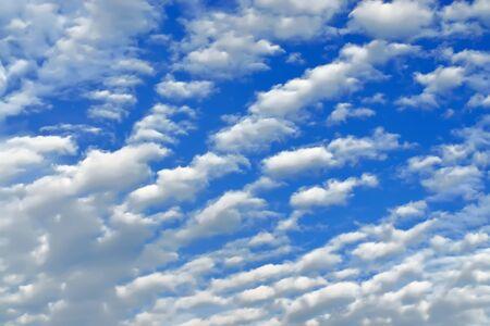 atmospheric phenomena: White Cumulus clouds against blue sky