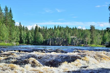 Threshold Padun auf dem Fluss Chirko-Kem. Karelien, Russland Lizenzfreie Bilder