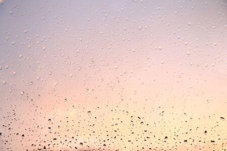 窓に雨が降る。 写真素材