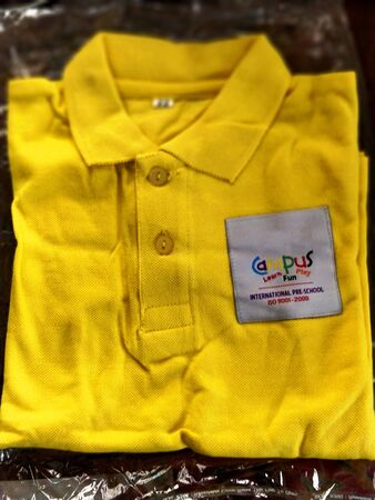 Chennai,TamilNadu/India-0702018 A brand new yellow colored school uniform 写真素材 - 132113330