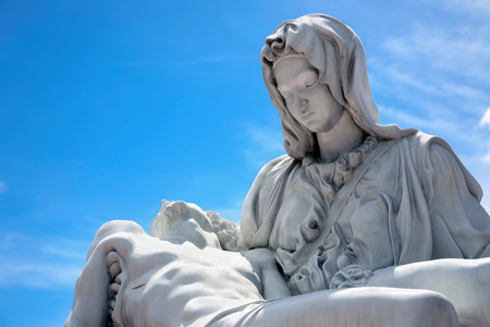 son of god: Mary and Jesus statue