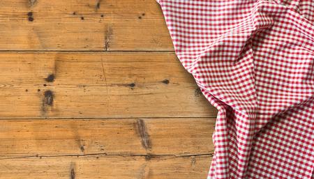 복사 공간이 나무 테이블 위에 식탁보 스톡 콘텐츠