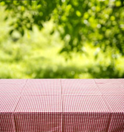 empty table at backyard 免版税图像