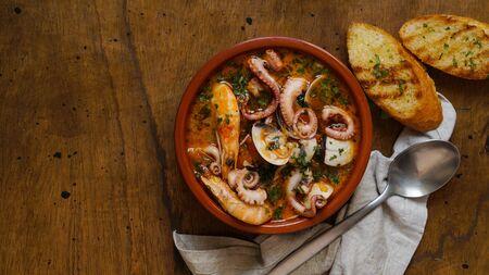 Stufato spagnolo di frutti di mare, pasto tradizionale del nord, Caldereta o Zarzuela