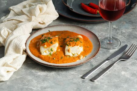 Cuisine espagnole, Bacalao a la vizca?na, Morue à la Basque Banque d'images