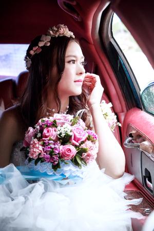 asian bride: CHINA NANCHANG February 26, 2015: An beautiful Asian bride in the ride