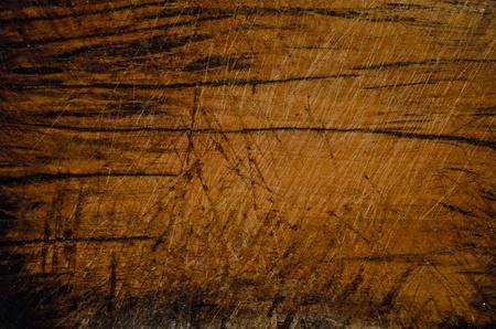 recortando: bloque de madera en la cocina