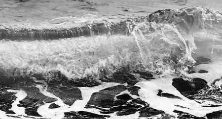 Black and white Beach rock and blue sea in Thailand Standard-Bild