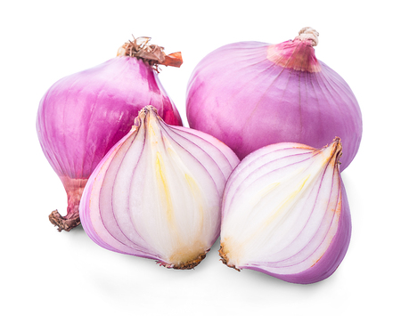 shallots isolated on white background. Banco de Imagens - 107245572