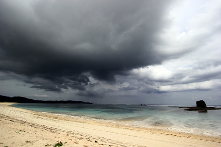 lombok: Cloudy day at Kuta beach - Lombok