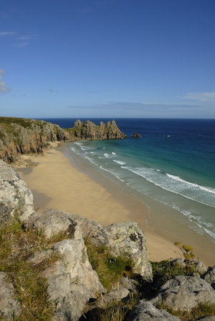 porthcurno: Pedn vounder beach, one of Cornwalls best beaches with stunning cliffs of Treryn Dinas, crystal clear water and a beautiful sandy beach.    On a spring low tide one can walk to Pedn Vounder from neighbouring Porthcurno beach but be warned, as the tide co Stock Photo