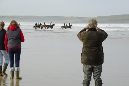troop: The Kings Troop on holiday exercising on Polzeath beach, Cornwall, UK