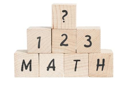Math�matiques Word avec un r�sum� �crit en utilisant des blocs de bois. Fond blanc. Banque d'images
