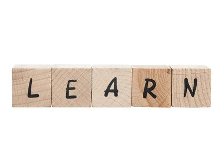 En savoir orthographi� avec des blocs de bois fond blanc