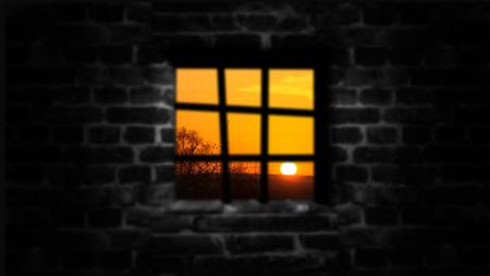 El concepto de privación de libertad. Detrás del Muro una hermosa vida. Foto de archivo - 75468001