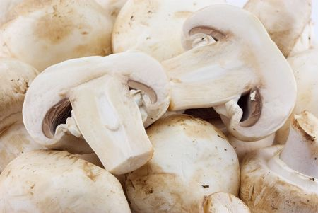 unwashed: Fresh, unwashed button mushrooms.