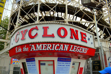 Ticket counter at Cyclone rollercoaster in Coney Island, Brooklyn, New York City 新聞圖片