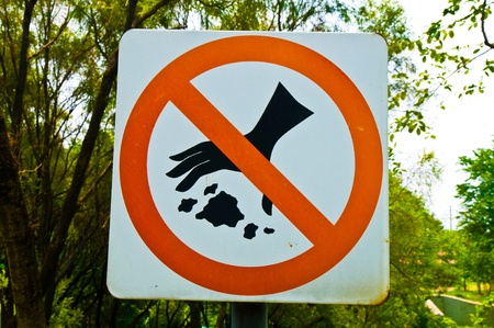 violator: No littering sign Stock Photo
