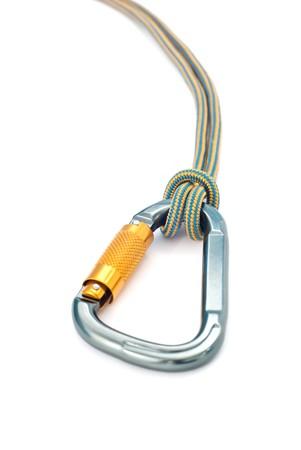 moschettone: Isolato nuove attrezzature arrampicata - moschettone senza graffi e blu corda Archivio Fotografico