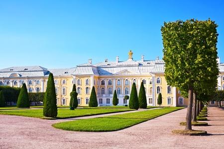 Palace in Peterhof. St. Petersburg. Russia Standard-Bild