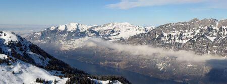 st  gallen: Lago de Wallensee (St. Gallen de Suiza)