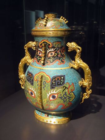 antique vase: Ancient chinese vase in museum Stock Photo