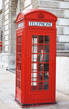 cabina telefonica: Cabina de tel�fono rojo famoso en Londres, Reino Unido