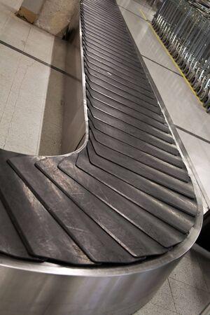 cinta transportadora: Reclamaci�n de equipaje vac�o �rea en el aeropuerto de