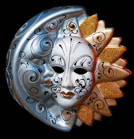 sol y luna: tradicional máscara de Venecia, con decoración de color  Foto de archivo