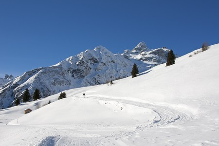 glarus: Winter hiking in the swiss alps (Elm, Glarus, Switzerland)