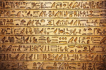 Egyptische hiërogliefen aan de muur Stockfoto