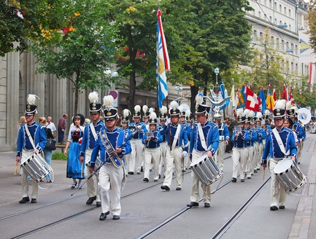 ZURICH - AUGUST 1: Swiss National Day parade on August 1, 2009 in Zurich, Switzerland. Parade opening with Zurich city orchestra Stock Photo - 10249690