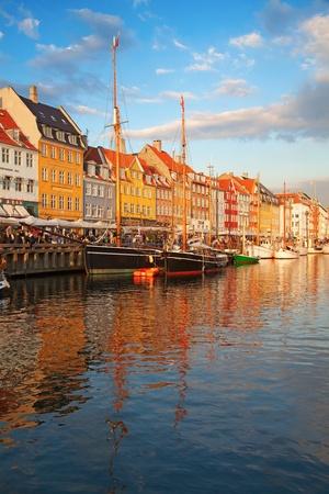 Kopenhagen (Nyhavn district) bij de zonsondergang Stockfoto