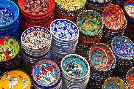 ceramica: Clásica cerámica turca en el mercado Foto de archivo