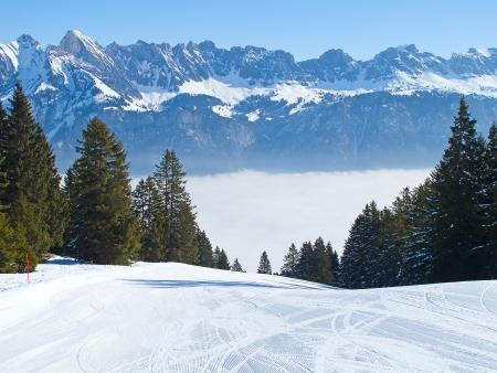 swiss alps: Nachylenie na nartach Ośrodek Flumserberg. Szwajcaria Zdjęcie Seryjne