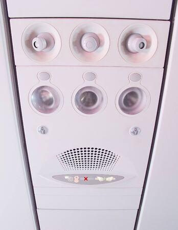 Consola en el techo en el moderno avi�n de pasajeros photo
