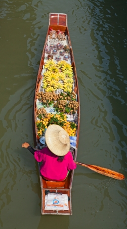 Damnoen Saduak floating market in Ratchaburi near Bangkok, Thailand Stock Photo - 14397108
