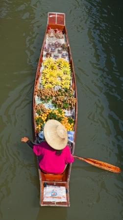 Damnoen Saduak floating market in Ratchaburi near Bangkok, Thailand Stock Photo - 14397108