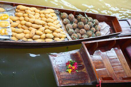 Damnoen Saduak floating market in Ratchaburi near Bangkok, Thailand photo