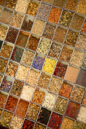 medicina tradicional china: Colección de las medicinas a base de hierbas en la tienda homeopática